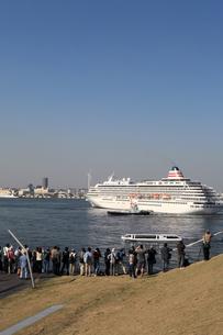 横浜港に入港する客船飛鳥の写真素材 [FYI00168674]