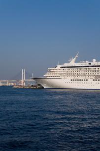 横浜港と客船の写真素材 [FYI00168676]