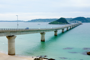 海にのびる橋の写真素材 [FYI00168686]