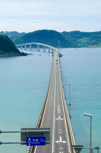 海にのびる橋の写真素材 [FYI00168691]