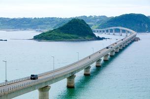 海にのびる橋の写真素材 [FYI00168700]