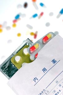 薬と投薬袋の写真素材 [FYI00168790]