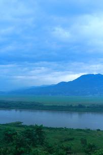 高館山から北上川と束稻山望むの写真素材 [FYI00168841]