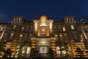 東京駅丸の内駅舎ライトアップの写真素材 [FYI00168862]