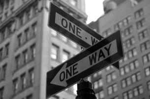 ONE WAY 標識の写真素材 [FYI00168864]