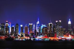 ニューヨーク・ミッドタウンの夜景の写真素材 [FYI00168886]
