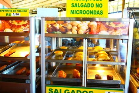 ブラジルの軽食。ブラジルのサービスエリアで売られていたもの。の写真素材 [FYI00168892]