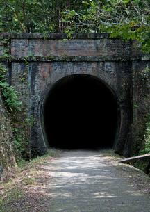 廃線にあるトンネルの写真素材 [FYI00169088]