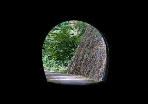 トンネルから見える光の写真素材 [FYI00169090]