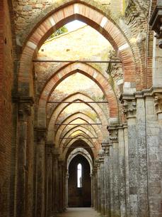 イタリアのサン・ガルガーノ修道院の素材 [FYI00169424]