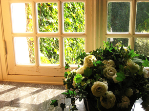 ある午後の窓辺(フランス)の素材 [FYI00169461]