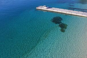 青い海の桟橋の素材 [FYI00169869]