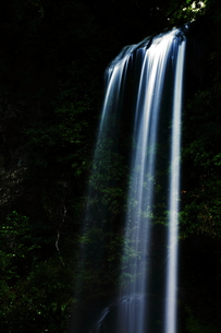 夕日の滝の写真素材 [FYI00171175]