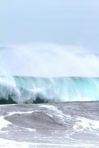 大波とシブキの写真素材 [FYI00171189]
