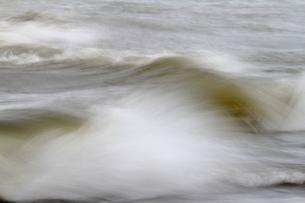 弾ける波の写真素材 [FYI00171227]