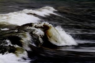 走る波の写真素材 [FYI00171230]
