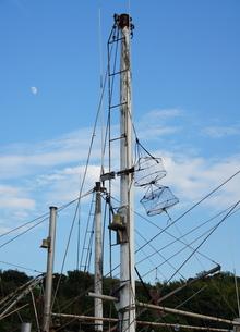 漁船のマストの写真素材 [FYI00171377]