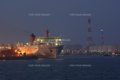 フェリー入港の写真素材 [FYI00171701]