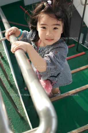 階段と女の子の素材 [FYI00171704]