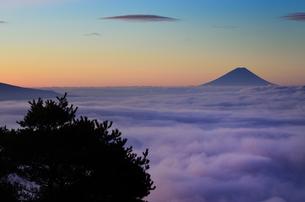 彩る雲海の写真素材 [FYI00171971]