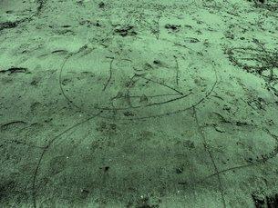 砂に描かれた絵の写真素材 [FYI00172024]