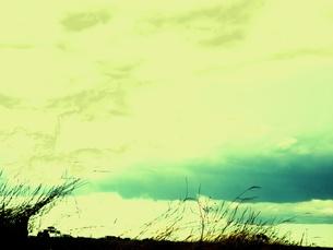 川の上の雲の写真素材 [FYI00172091]