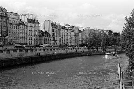 パリ セーヌ川の写真素材 [FYI00172227]