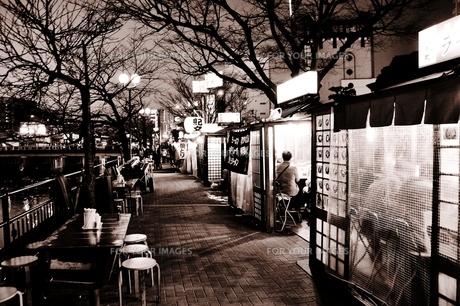 夜の中州の写真素材 [FYI00172448]