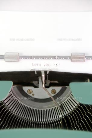 タイプライターのクローズアップの素材 [FYI00173008]