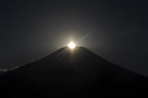 ダイヤモンド富士の写真素材 [FYI00173558]