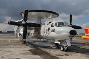 早期警戒機E-2ホークアイの写真素材 [FYI00173691]