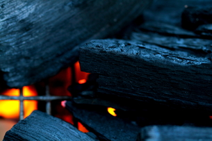 炭と橙の写真素材 [FYI00174373]