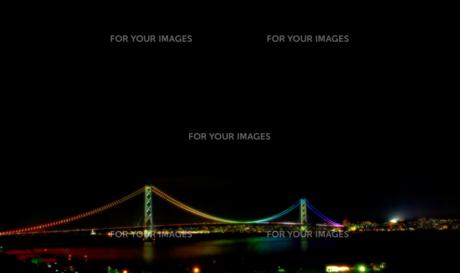 夜の明石海峡大橋の写真素材 [FYI00174801]