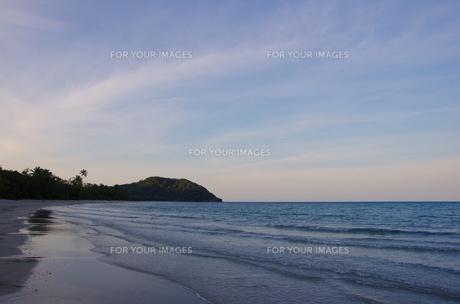 夕方のビーチの写真素材 [FYI00174819]