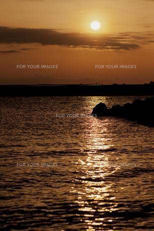 海からの日の出の写真素材 [FYI00174871]