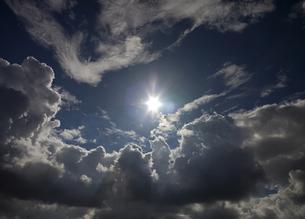 太陽と雲の写真素材 [FYI00174882]