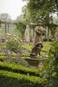 ドイツ ローテンブルク ブルク庭園 石像の写真素材 [FYI00175316]