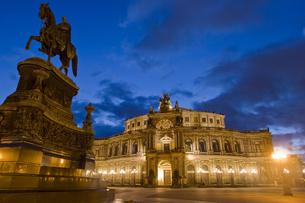 Dresden ゼンパーオーパー 夜景の写真素材 [FYI00175333]