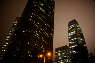 西新宿の夜の写真素材 [FYI00175563]