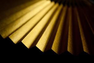 金色の末広扇子の写真素材 [FYI00175581]