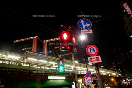夜の有楽町駅周辺の写真素材 [FYI00175672]
