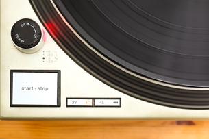 レコードとターンテーブルの写真素材 [FYI00175692]