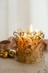 クリスマスの飾りとキャンドルの素材 [FYI00175855]