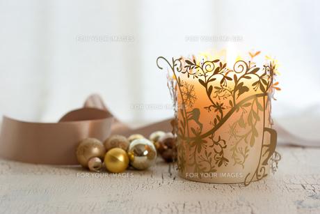 クリスマスの飾りとキャンドルの素材 [FYI00175865]