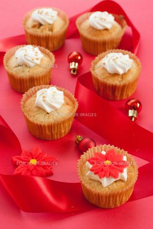 クリスマスのカップケーキの素材 [FYI00175879]
