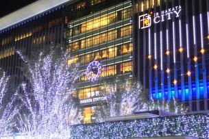 JR博多シティのイルミネーション夜景の写真素材 [FYI00176001]