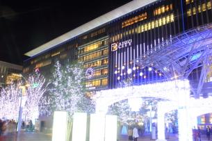 JR博多シティのイルミネーション夜景の写真素材 [FYI00176004]