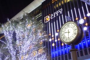 JR博多シティのイルミネーション夜景の写真素材 [FYI00176008]