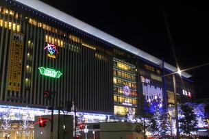 JR博多シティのイルミネーション夜景の写真素材 [FYI00176017]