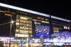 JR博多シティのイルミネーション夜景の写真素材 [FYI00176020]